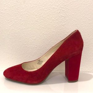New Red suede chunky heel Anne Klein pump. Size 10
